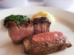 Mencicipi Steak Renyah nan Gurih Rp 1,7 Juta ala Wolfgangs Steak House